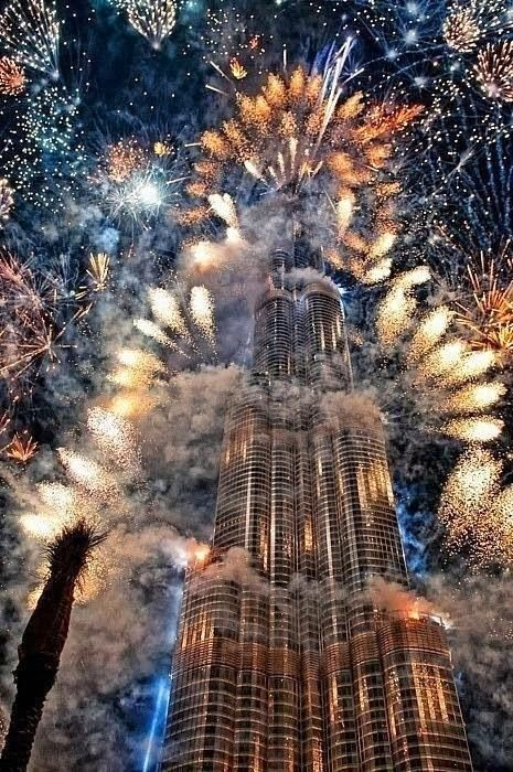 Ohh myyy!! How awesome are these fireworks in Dubai?!? I want the same for OUR marriage night plus CHRIStmass night where ever i am