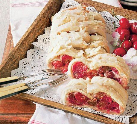 Čerešňovo-marcipánový závin - k receptu sa dostanete klikom na obrázok :-)