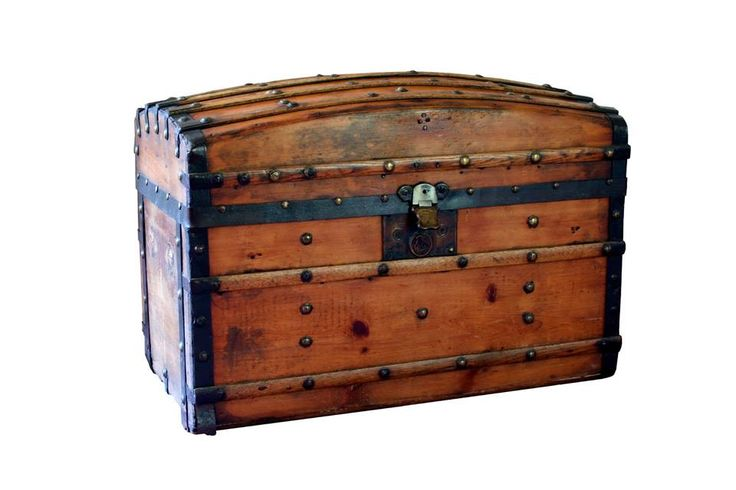 Beautiful Antique Trunk, not sure of the exact age...