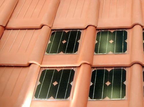 techar con tejas con paneles solares