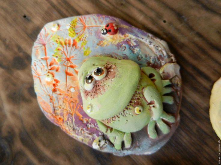 """Купить """"Лягух разнообразный"""" , керамический магнит в интернет магазине на Ярмарке Мастеров"""