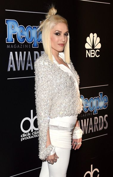 Gwen Stefani Photos Photos - Singer Gwen Stefani attends the PEOPLE Magazine Awards at The Beverly Hilton Hotel on December 18, 2014 in Beverly Hills, California. - Arrivals at the PEOPLE Magazine Awards