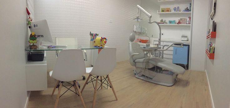 Consultório Odontopediátrico. Projeto: Oliveira Bidegain Arquitetura e Interiores.