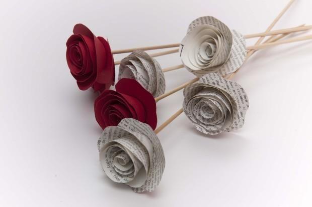 Cómo hacer flores con cartulina para San Valentín | Aprender manualidades es facilisimo.com