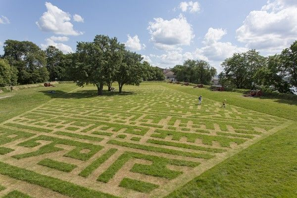 Moataz Nasr, The Maze (The People Want the Fall of the Regime), 2012, grass, site-specific work, Oslo Kunstforening, Oslo Fine Art Society 2012, 63 x 36 m.