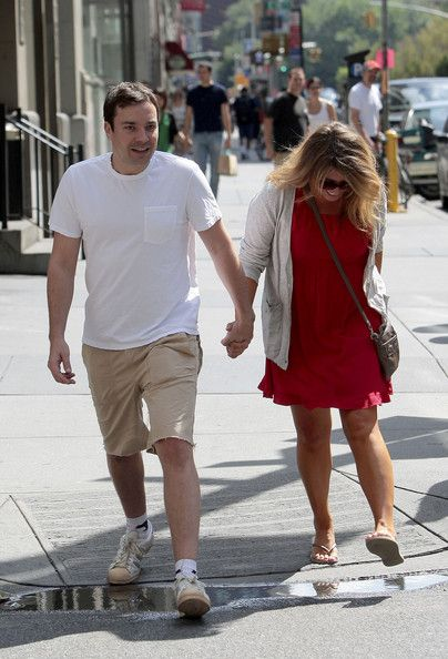 Jimmy Fallon and Nancy Juvonen Photos Photos - Jimmy Fallon and his wife Nancy hold hands as they stroll the streets of New York after having lunch together. - Jimmy Fallon and His Wife in New York