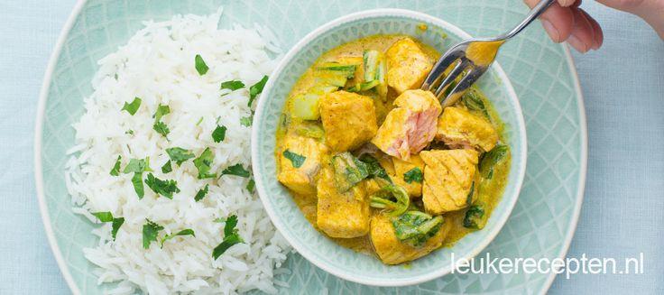 In 15 minuten een heerlijke maaltijd op tafel? Dat kan met deze romige zalm curry met paksoi en rijst.