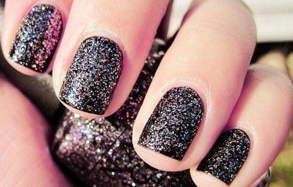 Diseños de uñas con purpurinas, diseños de uñas con purpurina negro. Clic Follow,  #decoraciondeuñas #acrylicnails #uñassencillas