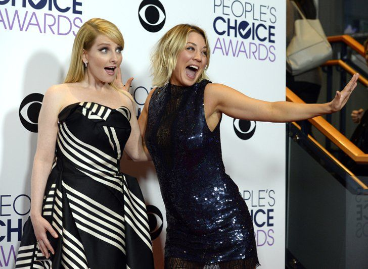 Pin for Later: 24 Brilliant Backstage People's Choice Awards Moments The Big Bang Theory's Kaley Cuoco and Melissa Rauch celebrated their favorite TV show win. Pictured: Kaley Cuoco and Melissa Rauch