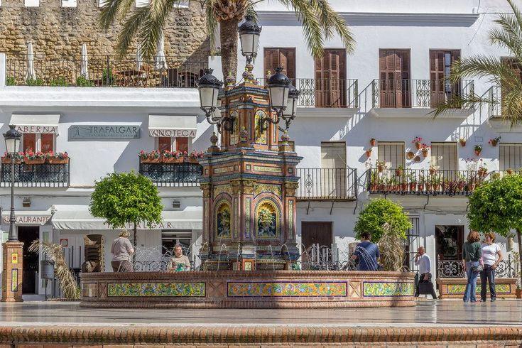 Vejer de la Frontera, uno de los lugares más emblemáticos y turísticos de la provincia de Cádiz, es uno de los ocho pueblos que conforman la Comarca de La Janda. Declarado conjunto histórico artístico en 1976 y galardonada con el Premio Nacional de Embellecimiento, su término participa de parte del Parque Natural de La Breña […]