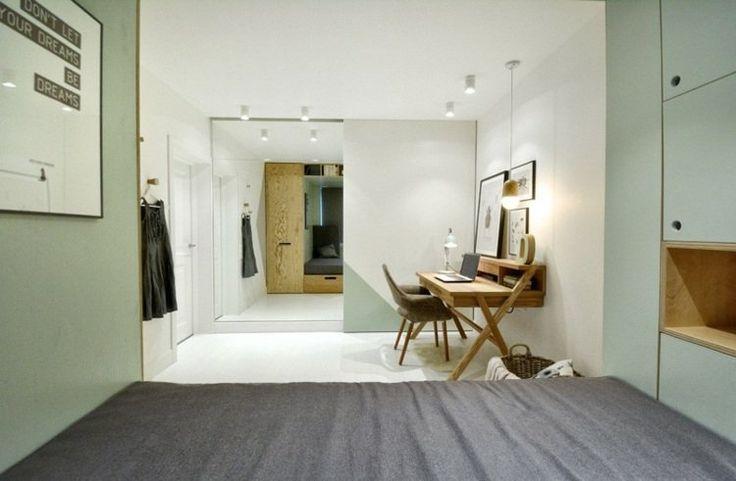 petite chambre ado fille avec miroir du sol au plafond à porte coulissante