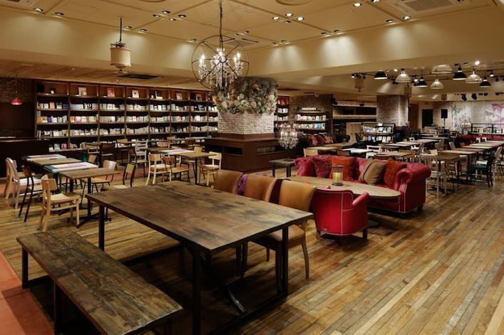 新宿3丁目、バルト9のあるマルイアネックスB1Fにブルーノートジャパンのプロデュースするカフェ『ブルックリンパーラー』が博多に続き、4月20日、大阪・心斎橋にオープンしました。ニューヨーク、ブルックリンをコンセプトにした店内は、さまざまな音...