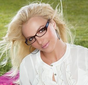 Celebrities with Glasses - Britney Spears