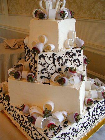 unique wedding cake ~ I really really like this wedding cake idea!