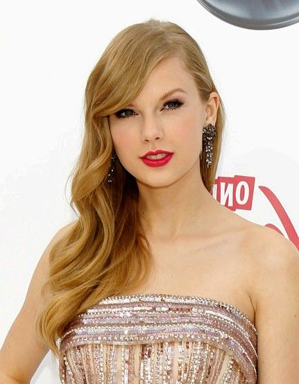 I CAN'T BELIEVE I WENT TO HER RED TOUR CONCERT SHE IS AN AMAZING SINGER!!