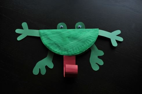 Frog craft - I want to do all green things in March. Frogs, turtles, dinosaurs, dragons.