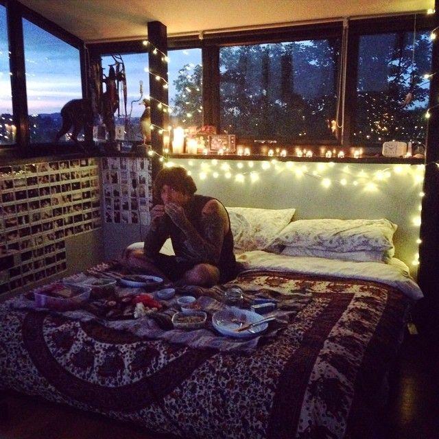 What a pretty room for a pretty man. Lol.