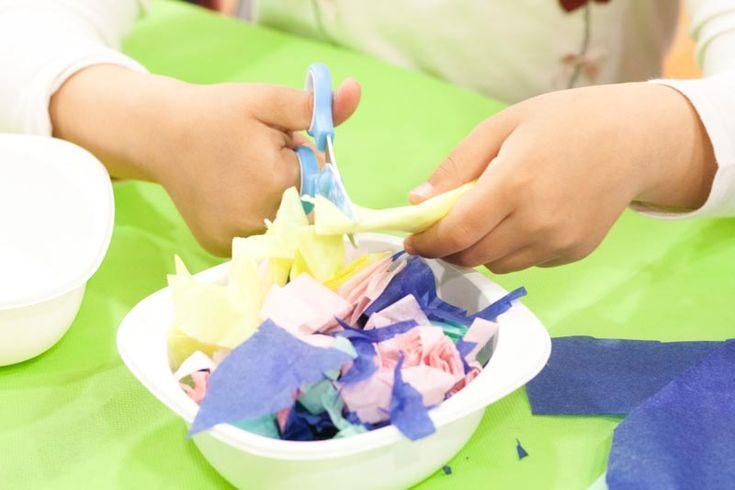 Así fue el taller para niños de decorar huevos