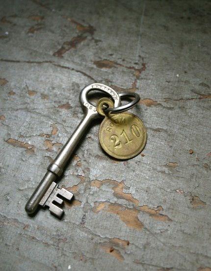 les 241 meilleures images du tableau clefs serrures fer forg sur pinterest cles antiques la. Black Bedroom Furniture Sets. Home Design Ideas