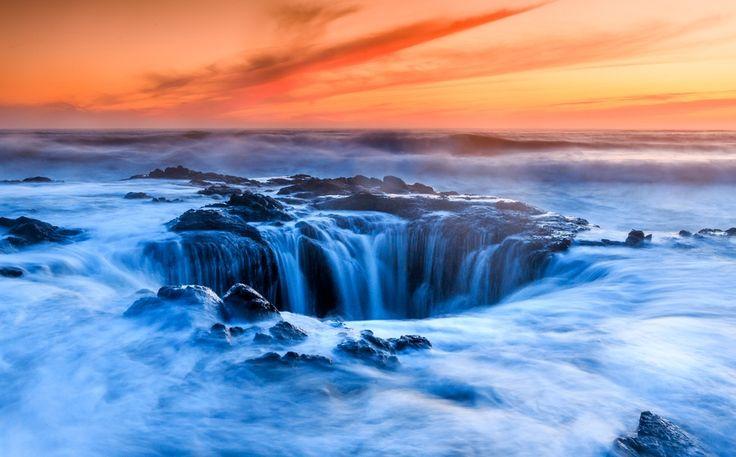 Колодец Тора, Gleb Tarro. Колодец Тора — естественный фонтан у мыса Перпетуа на побережье Орегона.