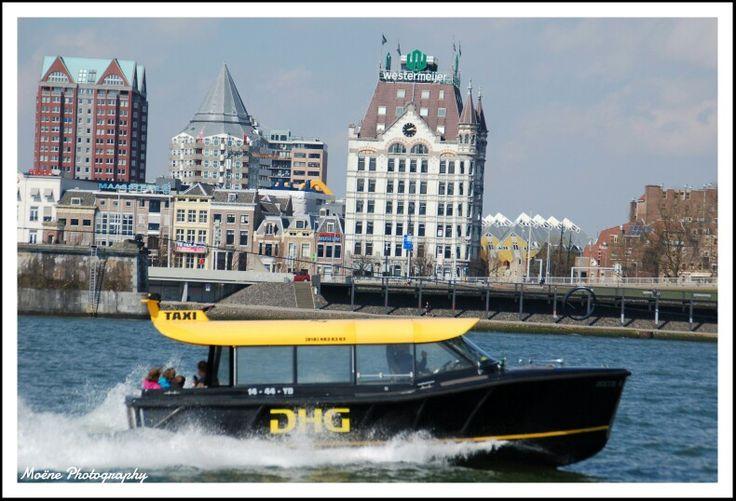 Watertaxi Rotterdam #nofilter #photography #fotografie #watertaxi #rotterdam #blaaktoren #kubuswoningen #kubus #markthal #hetwittehuis #moenephotography