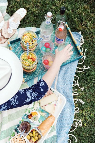 How to pack for a summer picnic: http://www.stylemepretty.com/living/2015/05/24/how-to-pack-for-a-picnic/ | Photography: Waiting On Martha - waitingonmartha.com