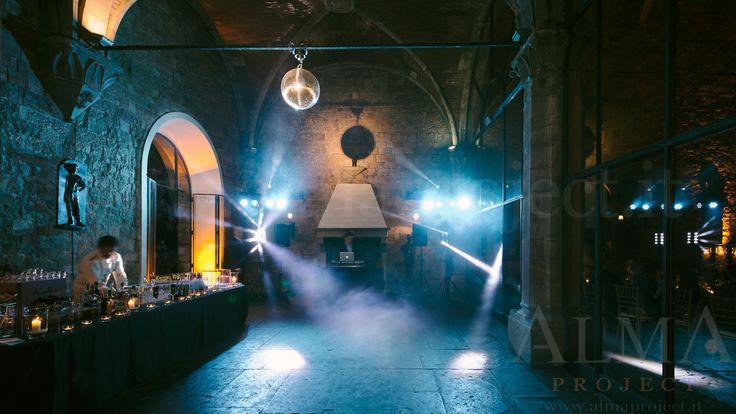 Photo Art Wedding Story - ALMA PROJECT @ Castello di Vincigliata - Loggia & Courtyard - DJ Set - Eva Console Black 150 - Double Small Light System + 2 Beam Roll Led White - smoke machine blue 348