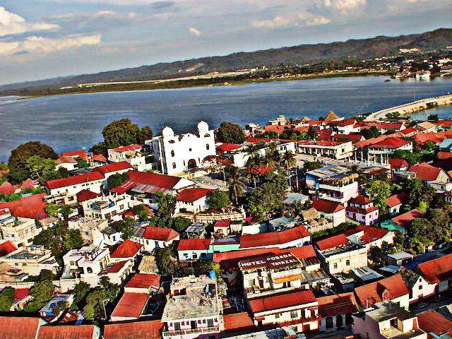 La Isla de Flores fue una ciudad de la civilización Maya llamada Tayasal. La Isla deFlores y Santa Elena de la Cruz forman una ciudad, que junto al área central del Municipio de San Benito,...