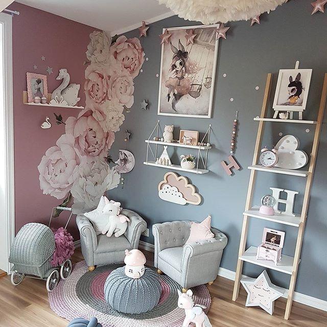 G i r l s r o o m - @babyshop.no #babyshopno #Chesterfield #stol #barnestol #armchair #ad @carmell.no #carmell #mrsmighetto #wallhanging #print #missastrid @mimmisno #stigehylle #lifestyle #ad @thatsmine.dk #shelfi #bokhylle #stjerneknagg #svanehylle #pink #kidsplayroom #kidswall #kidsroom #girlsroom #kinderzimmer #barnerom #jenterom #nursery #nurseyinspo #love #kids