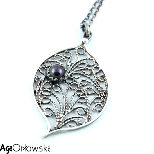 silver filigree jewelery - pendant with navy blue pearl