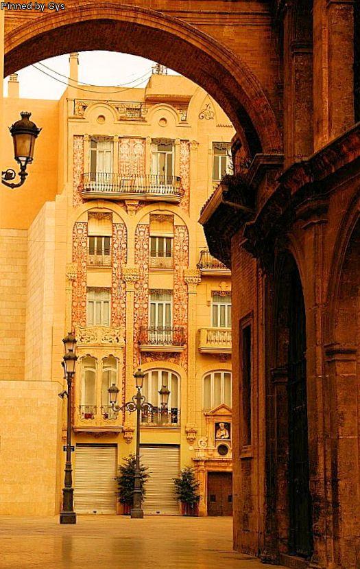 Passage near Plaza de la Virgen, Valencia, Spain