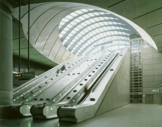 Canary Wharf Underground Station  Architect: Foster and Partners (1991-1999)  Photographer: Janet Hall (1999)  Source: RIBA British Architectural Library Photographs Collection