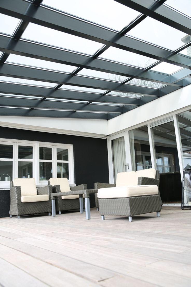 Overdekt terras met transparante zonnepanelen. Sanko solar.