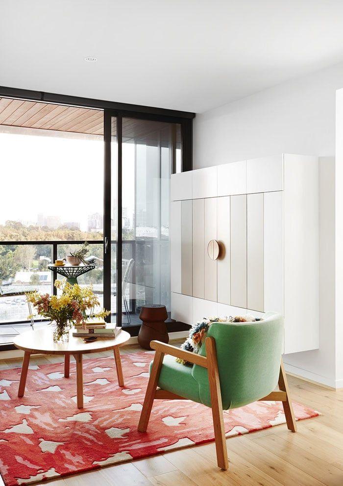 Un salon moderne coloré à la déco et l\'ambiance inspirante