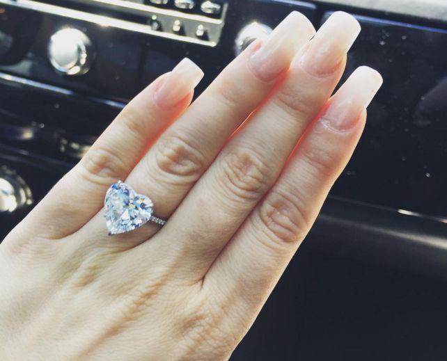 Diamonds are forever: verlovingsringen door de jaren heen. Bekijk de #video >>