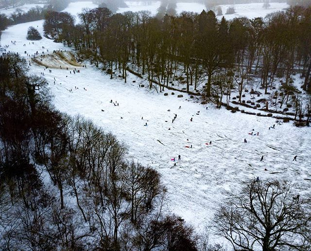 This is what happens when a whole town decends upon a single snowy golf course with their sledges #batchwood #stalbans #hertfordshire #mavic #deone