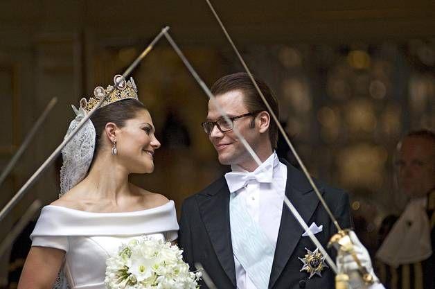 Kruununprinsessa Victoria valitsi hääpäiväkseen myös 19. kesäkuuta. Victoria avioitui rakastamansa miehen Daniel Westlingin, prinssi Danielin kanssa.