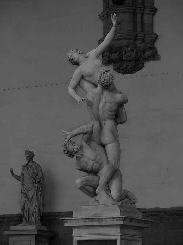 """""""Il ratto delle Sabine"""", scolpita dal Giambologna nel 1583   da Vitto P."""