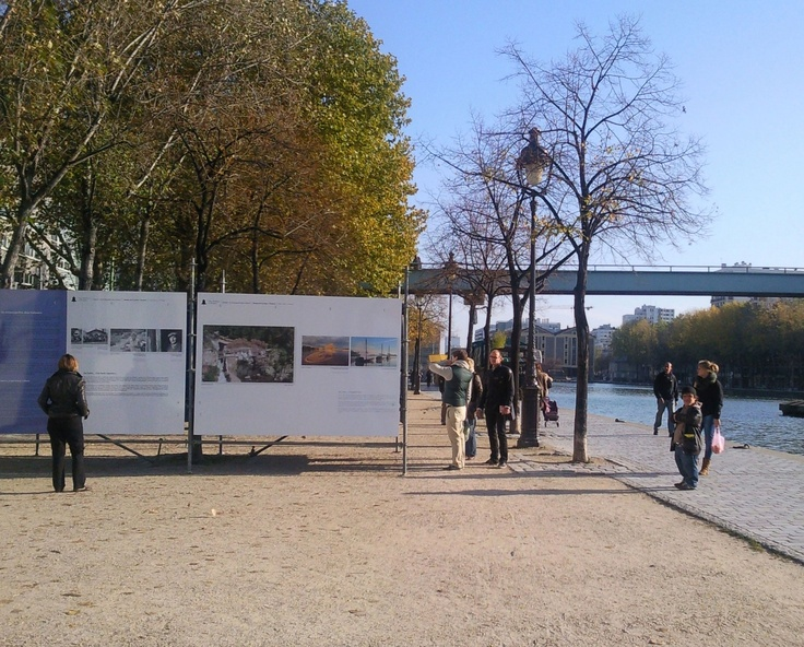 Fantastic exhibitions accessible to everyone in the street. Exposition : Water rivers & people. Bassin de la Villette, Paris. photo : isacolo
