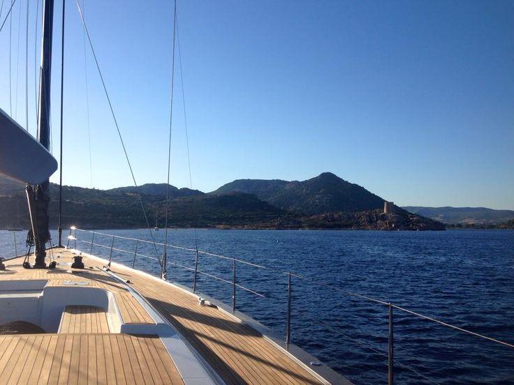 Offerte vacanze Cagliari, Last minute cagliari. Poter visitare posti di mare come questi è davvero una terapia per corpo e anima! Meraviglioso il mare di Sardegna.  Gita in barca verso Mari Pintau.