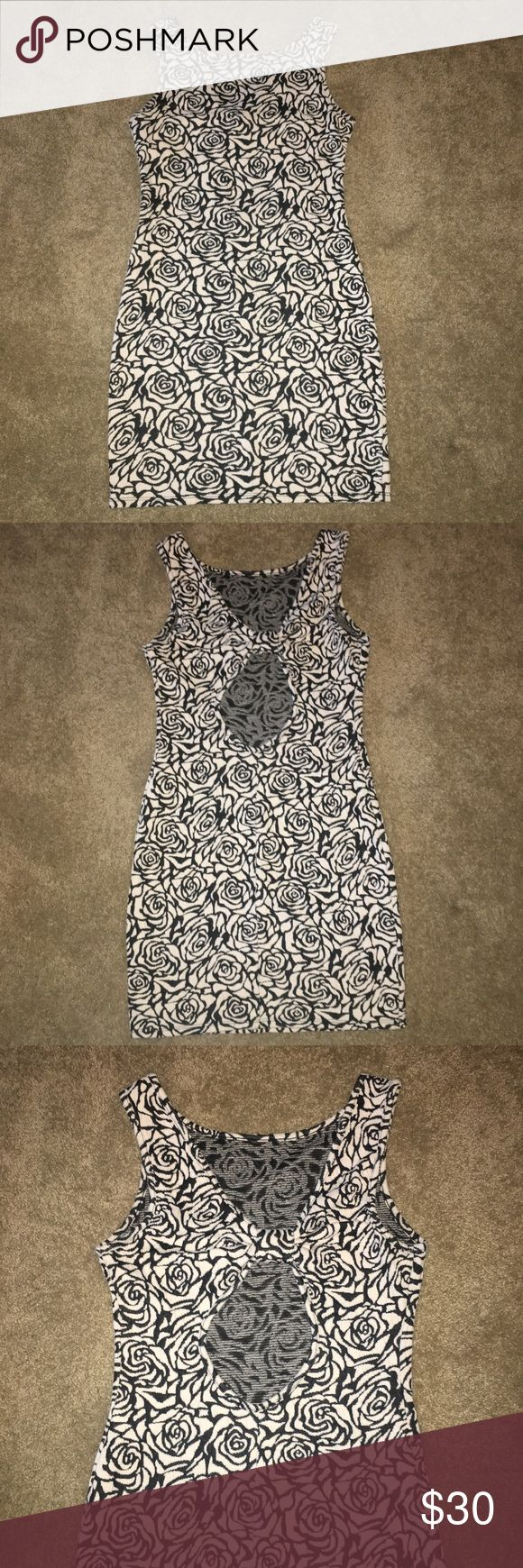 Rose bodycon dress Black & cream rose pattern bodycon dress with hole detail in the back Forever 21 Dresses