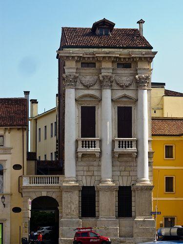 Palazzo Porto, Piazza Castello, Vicenza. Palladio, 1571, completed by Vincenzo Scamozzi.
