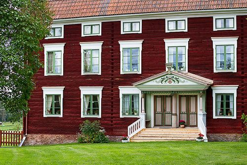 Hälsingland farms was inscribed on the UNESCO World Heritage List in July 2012 - but what exactly is a Hälsingland farm? An iconic time capsule from the 1800s with world unique interiors created for weddings or a home for an ordinary family in the 20
