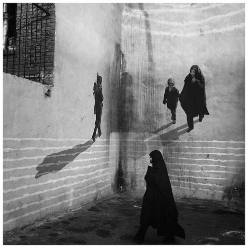 Zeinab Ahangar (@zeinabahangar) captures a woman walking past a mural in #Tehran #Iran. Its a mural by the highway the photographer explains and [it was] painted to cover the old and not so nice views of [the municipalitys actions destroying the old buildings and expanding the highway. [The mural makes for] a beautiful view. Submit images for consideration by tagging them #myfeatureshoot. // #streetphotography #streetphoto #photostreet #streephotographer #streetportrait…