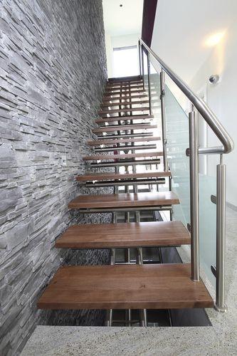 Escalier droit à limon central (structure métallique et marches en bois) - VALENTINO®WOOD - ArchiExpo