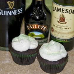 Irish Carbomb CupcakesBombs Cupcakes, Carbomb Cupcakes, Irish Cars, Chocolates Guinness, Cars Bombs, Guinness Cupcakes, Chocolates Whiskey, Buttercream Frosting, Irish Carbomb