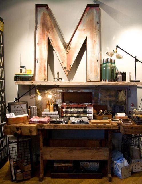 Tablas, palos, maderas viejas y sin usar...Todo sirve para crear nuevos diseños y para reciclar. Recicla antes de botar