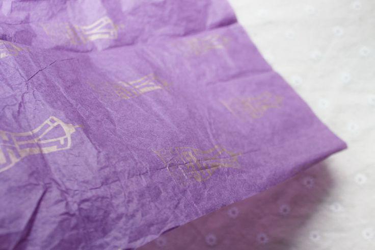 Фиолетовый/серый фон Роскошные логотип/бренд напечатаны пальто/Футболка/костюм ткани упаковка бумажная упаковка упаковка/пакет бумажный
