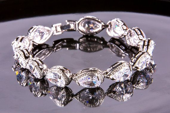 Crystal bracelet Bridal bracelet Rhinestone by SwanSignature