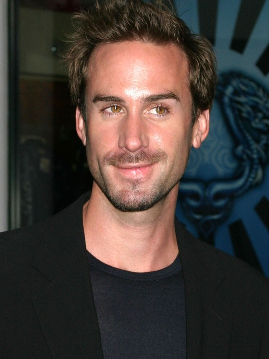 Joseph Fiennes - that look, need to see more of him in films!